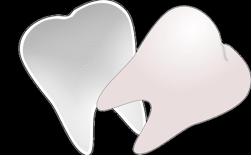 Śliczne urodziwe zęby również efektowny przepiękny uśmieszek to powód do dumy.